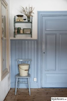 Not the color, but the trim/wanescot Cottage Hallway, I Spy Diy, Red Cottage, Cottage Kitchens, Swedish House, Scandinavian Interior, House In The Woods, House Tours, Hygge