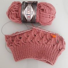 Amazing Knitting provides a directory of free knitting patterns, tips, and tricks for knitters. Diy Crafts Knitting, Diy Crafts Crochet, Easy Knitting Patterns, Lace Knitting, Knitting Stitches, Knitting Designs, Crochet Patterns, Bonnet Crochet, Knit Crochet
