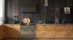 Cozinha inspo industrial com uso de materiais naturais