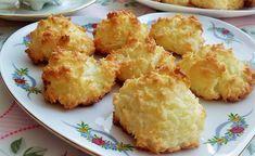 Z pewnością próbowałeś kiedyś ciasteczek na białkach z dodatkiem wiórków kokosowych, a przynajmniej widziałeś je na witrynach cukierni i na stoiskach ze słodyczami. Choć takie ciasteczka mogą się wydawać trudne do przygotowania, w rzeczywistości piecze się je bardzo łatwo i szybko. Poznaj nasz sposób na kokosanki – przepis krok po kroku pozwoli ci przygotować smaczny … Cake Recipes, Dessert Recipes, Desserts, Potato Salad, Cauliflower, Spices, Sweets, Sugar, Bakken