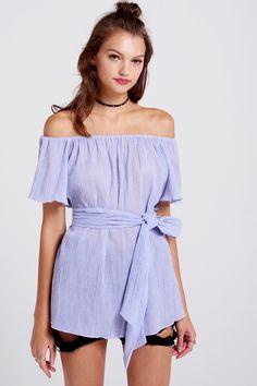 Allison Off-the-Shoulder Blouse Discover the latest fashion trends online at storets.com #blouses #offtheshoulderblouse #fashion #ootd #storetsonme