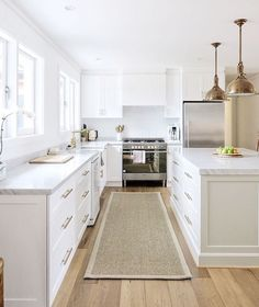oak flooring Sisal runner, white kitchen with carrara marble, brass accents, oak floors, shiplap walls by Cottonwood Interiors Design Room, Küchen Design, Design Ideas, Design Trends, Elegant Kitchens, Cool Kitchens, White Kitchens, Home Interior, Interior Design Kitchen