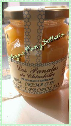 Miel crema con Jalea y Propóleo, os ofrecemos un producto natural,reconstituyente,antioxidante,antiinflamatoria y sabroso #migaspanybolleria #delabuelo #alicantegram #Alicante #alicantephoto #alicante_city #cumpleaños #instalicante #igersspain #instafriends #panaderia #pan #cake #igersalicante