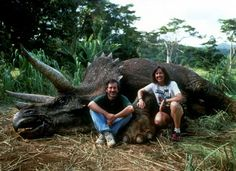 Jurassic Park behind the scenes photo of Steven Spielberg & Kathleen Kennedy -i- Jurassic Park 1993, Jurassic Park World, Kathleen Kennedy, Fantasy Character, The Lost World, University Of Southern California, Steven Spielberg, Scene Photo, On Set