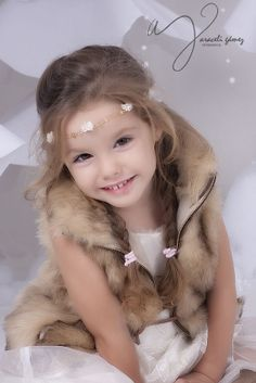 Niños | Araceli Gámez Fotografía Fur Coat, Fashion, Infant Photography, Professional Photography, Moda, Fashion Styles, Fashion Illustrations, Fur Coats, Fur Collar Coat