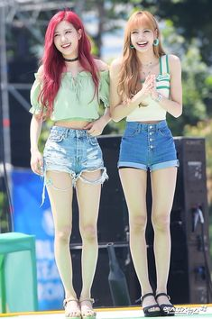 Blackpink rose with lisa Blackpink Fashion, Korean Fashion, Fashion Outfits, Jenny Kim, Black Pink ジス, Kim Jisoo, Blackpink Photos, Forever, Blackpink Lisa