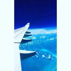 Up up, we'll go ✈️ #klm #travel #flight #plane #vacation #intheair #airplane #ocean #sky #heaven #blue #astonishing #breathtaking #white #extraordinary #upintheair #wings