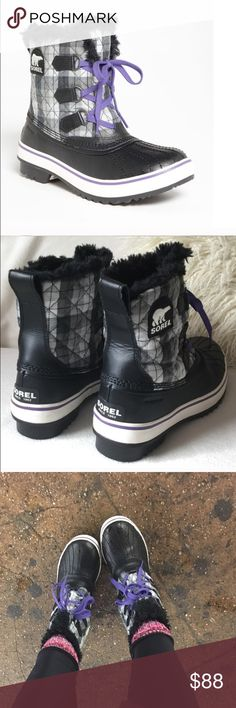 Sorel Short Bootie I'm great condition, only worn a few times. Sorel Shoes Winter & Rain Boots