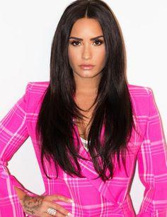 Your one-stop shop for rare & personal Demi Lovato pictures and video Demi Lovato Body, Demi Lovato Hair, Celebrity Crush, Celebrity Photos, Demi Love, Demi Lovato Pictures, Dark Hair, Hair Beauty, Celebs