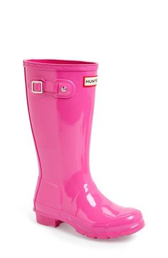 hot #pink rain boots! http://rstyle.me/n/nfa89r9te
