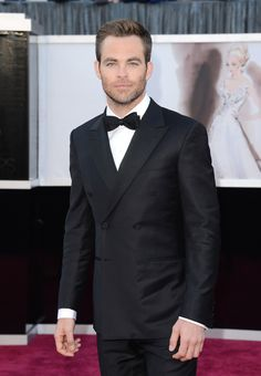 I'm glad to see men like Chris Pine who, at least, seem to be interested in fashion, in Zegna at the Oscar's