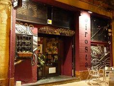 C/ Universidad, 3-5. 50001 Zaragoza. 976 205 333 Bar perteneciente a una cooperativa (El Esqueje) que dispone de bebidas (tés, infusiones, zumos, cafés, vinos...) y platos vegetarianos y veganos ca...