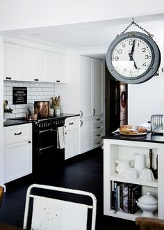 Take a glimpse inside this beautiful vintage-inspired home This striking Sydney cottage embraces the old in a quintessentially modern manner Modern Country Kitchens, Black Kitchens, Home Kitchens, Dream Home Gym, Dream Home Design, House Design, Kitchen Benches, Kitchen Dining, Monochrome Interior