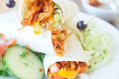 Chicken Tortilla Wraps, Chicken Wraps, Pulled Chicken, Pulled Pork, Healthy Wraps, Healthy Recipes, Fresh Rolls, Food And Drink, Lunch