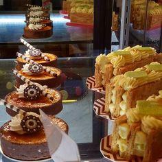 It's the weekend! Time for dessert !  #pommepalais #desserttable #nycstylelittlecannoli #tblogger #newyork #nyceats #foodporn #thefeedfeed #f52grams #newyork_instagram #nycdining #midtown #manhattan #picturenyc #nyc_explorers #nyclove #newyork_ig #eatingfortheinsta
