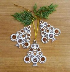 Christmas tree ornament, - Quilling Deco Home Trends Origami And Quilling, Neli Quilling, Paper Quilling Designs, Quilling Paper Craft, Quilling Patterns, Paper Crafts, Paper Art, Quilling Christmas, Christmas Paper