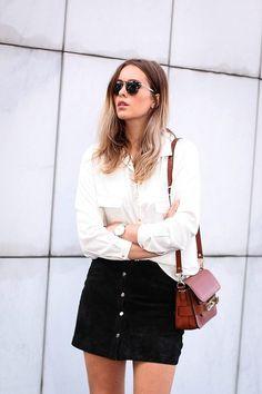 Совершенно несложно было и рассмотреть то, что белая рубашка отлично комбинируется с юбками любой длины.