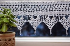 Crochet Lace Edging With Beads New Ideas Crochet Baby Sweater Pattern, Crochet Lace Scarf, Baby Sweater Patterns, Crochet Baby Boots, Crochet Lace Edging, Crochet Art, Vintage Crochet, Crochet Curtains, Beaded Curtains