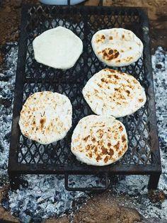 Navajo flat breads bbq Jamie oliver: 600 g strong white bread flour, plus extra… Navajo Flatbread Recipe, Flatbread Recipes, Navajo Bread Recipe, Bread Dough Recipe, Bbq, Soda Bread, Korma, Chapati, Naan