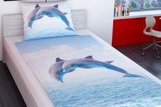 Povlečení pro mládež s kvalitním fotopotiskem skákajících delfínů s mořem a nebem na pozadí. Skočte také do hebkého povlečení z nežehlivého bavlněného saténu!
