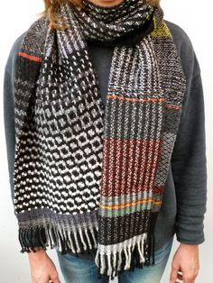 Ilse Acke is a textile designer who specializes in weaving and print pattern design. Loom Weaving, Hand Weaving, Black And White Scarf, Woven Scarves, Weaving Textiles, Weaving Projects, Pashmina Shawl, Textile Design, Woven Fabric