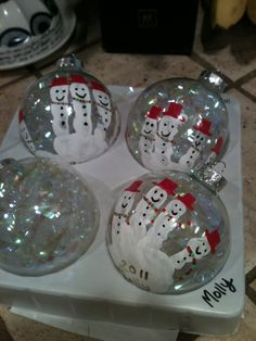 Handprint Ornaments! Lauren had one like this and we loved it..until the dog broke it.  :( Childrens Christmas, Preschool Christmas, Christmas Crafts For Kids, Diy Christmas Ornaments, Diy Christmas Gifts, Christmas Activities, Xmas Crafts, Kids Christmas, Christmas Christmas
