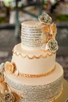 Vows or message to each other on the wedding cake... love it!