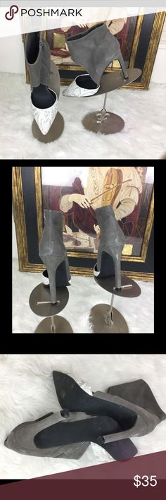 """🆕List Steve Madden Vyceroyy Grey Snake Print Sz10 Check out these beautiful Steve Madden boot sandal shoes.  Sz 10. Heel height 4"""". In good condition.  No stains or issues with this beauty! Steve Madden Shoes"""