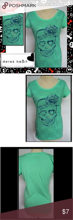 Derek Heart Women's Large Skull T Shirt Tee Top Derek Heart Skull Tee  Condition: Pre-owned Size: Large Color: Green Product Detail: B Scoop neckline Skull front design with lace overlay Great condition Derek Heart Tops Tees - Short Sleeve