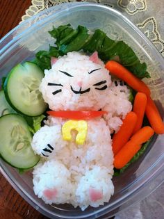Amazing Lunch art. This is a supermom and her kids are superlucky.