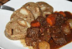 Burgundy marha zsemleroláddal recept képpel. Hozzávalók és az elkészítés részletes leírása. A burgundy marha zsemleroláddal elkészítési ideje: 190 perc Pot Roast, Food And Drink, Burgundy, Beef, Dishes, Chicken, Ethnic Recipes, Carne Asada, Meat