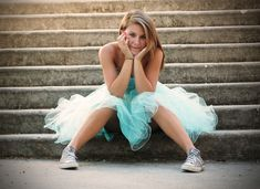 This would be a prefect pose for my sister . The mannerisms, the dress mixed with the converse just scream Kendall.