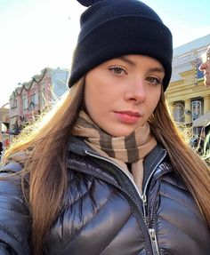 #downjacket #downjacketfashion #downjacketwomen #moncler #shinyjacket #puffyjacket #pufferjacket #nylon #girlinjacket #winter #magickingdom…