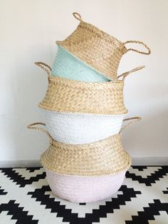 Dipped White Sea Grass Belly Basket Panier Boule by TalaHomeDesign Nursery Toys, Nursery Storage, Toy Storage, Storage Baskets, Storage Ideas, Green Basket, Belly Basket, Diy Inspiration, Creation Deco