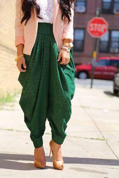HouzDeco – Interior Design and Home Decor Ideas Salwar Designs, Blouse Designs, Dress Designs, Fashion Pants, Girl Fashion, Fashion Outfits, Indian Designer Outfits, Indian Outfits, African Fashion