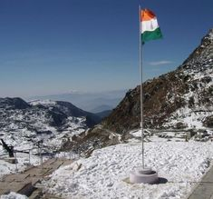 The proud moment to stand near the Indian Flag in the Indo-China border at Nathula Pass, Sikkim. Indian Army Wallpapers, Indian Flag Wallpaper, Independence Day Pictures, Independence Day India, National Flag India, Indian Flag Photos, Boarder Designs, Photo Background Images Hd, Indian Art Paintings