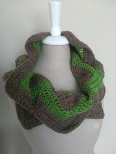 Crochet Pattern: Sharp Curves Chevron Cowl