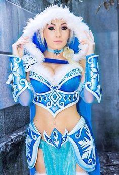 Battle Armor Elsa Cosplay by Jessica Nigri 2