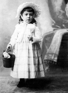 """glamethyst: """" HP Lovecraft as a child (his mother dressed him as a girl) """" NOT TRUE! This IS a photo of HP Lovecraft, but in it he's not dressed as a girl. La Sombra Sobre Innsmouth, Yog Sothoth, Hp Lovecraft, Celebrity Portraits, Sea Monsters, Cthulhu, Geek Culture, Victorian Era, Vintage Children"""