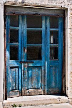 Amazing shade of blue Portal, Old Doors, Windows And Doors, Door Knockers, Door Knobs, Door Entryway, Shutter Doors, Door Gate, Unique Doors