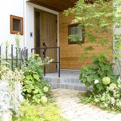 Garden Types, Green Flowers, Shade Garden, Plant Decor, Backyard Landscaping, Indoor Plants, Interior And Exterior, Countryside, Entrance