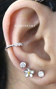 Cute Multiple Ear Piercing Ideas for Teens - Popular Daisy Flower Earring Stud 16G for Cartilage, Helix, Tragus, Conch - lindas ideas para perforar orejas - www.MyBodiart.com #earrings