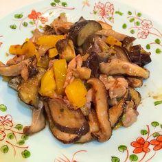 ピーナッツペーストのはいってるガドガドドレッシング。中々こくがあり美味しかったです。 - 16件のもぐもぐ - 鶏肉、しいたけ、茄子、パプリカのガドガド和え by yumenimishi101