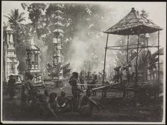 33 Incredible Old Photos Of Bali Rare Photos, Old Photos, Temple Bali, East Indies, Old Photography, Magnum Photos, Balinese, Vintage Pictures, Picture Show