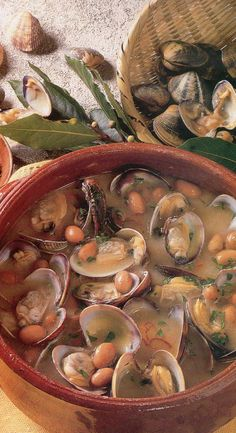 Zuppa fagioli e vongole--ITALIA by Francesco -Welcome and enjoy… Veggie Recipes, Fish Recipes, Seafood Recipes, Soup Recipes, Cooking Recipes, Confort Food, Pasta E Fagioli, Slow Food, Antipasto