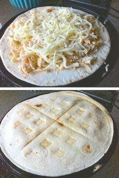 """Diaporama """"12 trucs trop bons à cuisiner dans un gaufrier"""" - Quesadillas au…"""