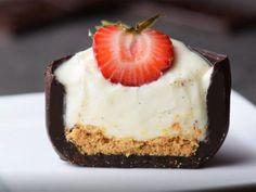 Gossipss.com Mini Desserts, Sweet Desserts, Easy Desserts, Sweet Recipes, Delicious Desserts, Dessert Recipes, Dessert Cups, Chocolate Cube, How To Make Chocolate