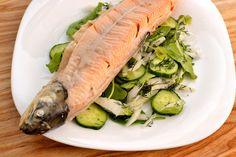 Cuisson d'un saumon entier - SANS poissonnière - et préparation. ((N.B. la photo est horrible....!! Sorry)