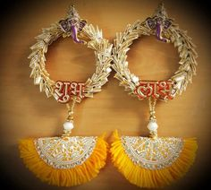 Diwali Decoration Items, Diwali Decorations At Home, Flower Garland Wedding, Flower Garlands, Door Hanging Decorations, Flower Decorations, Acrylic Rangoli, Temple Design For Home, Diwali Diy