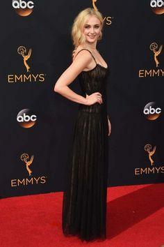 Sophie Turner / Kıyafet: Valentino /  2016 Emmy Ödülleri Kırmızı Halı Stilleri ♥♥♥ 2016 Emmy Awards Red Carpet Styles